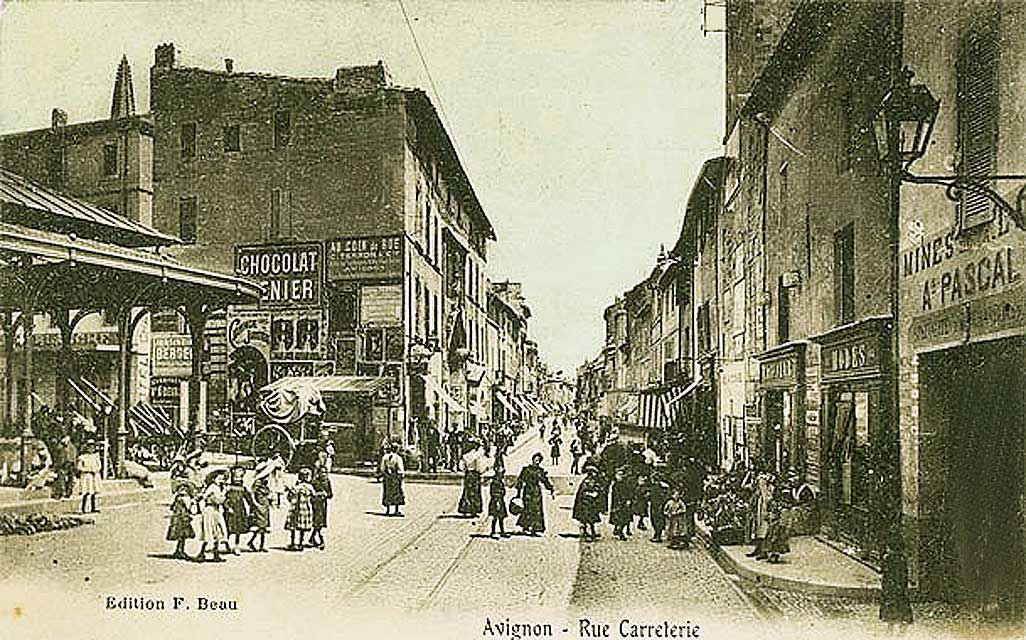 Place des Carmes et rue Carreterie