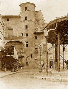 Place Pie, Livrée du cardinal de Florence à Avignon XIVe, démolie en 1898
